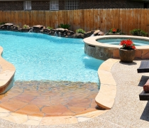 custom-pool-spa-beach-front-entry-and-weeping-rock-wall